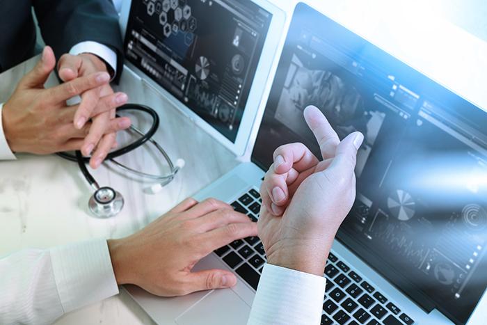implantar un fotware médico